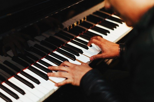 piano bij emile van leenen